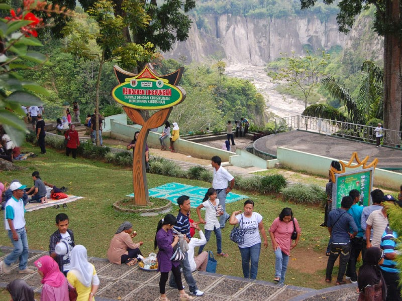 Paket Tour Bukittingi Padang