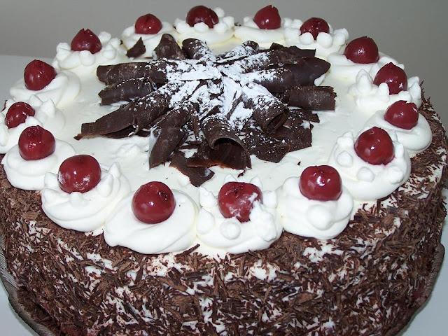 A deliciosa e original Torta Floresta Negra: feita com aguardente de cerejas