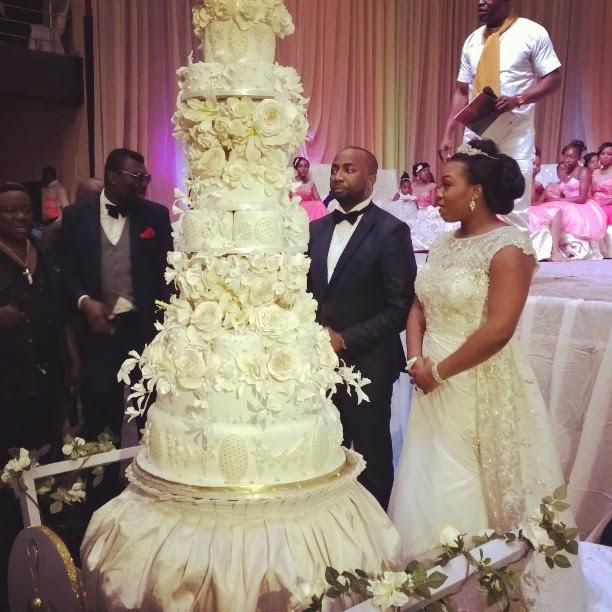 ZONENIGERIA Uju Rochas Okorochas Huge Wedding Cake