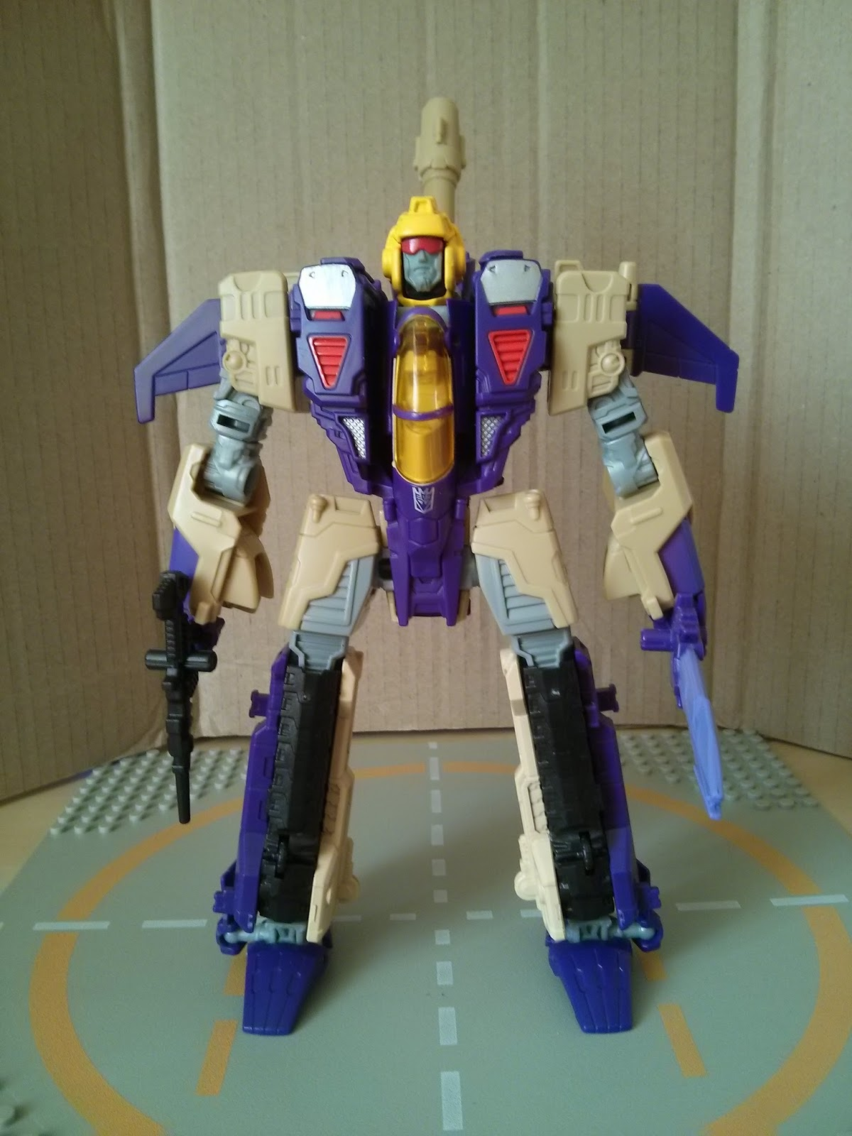 Toybox Soapbox: Transformers Generations Blitzwing Review