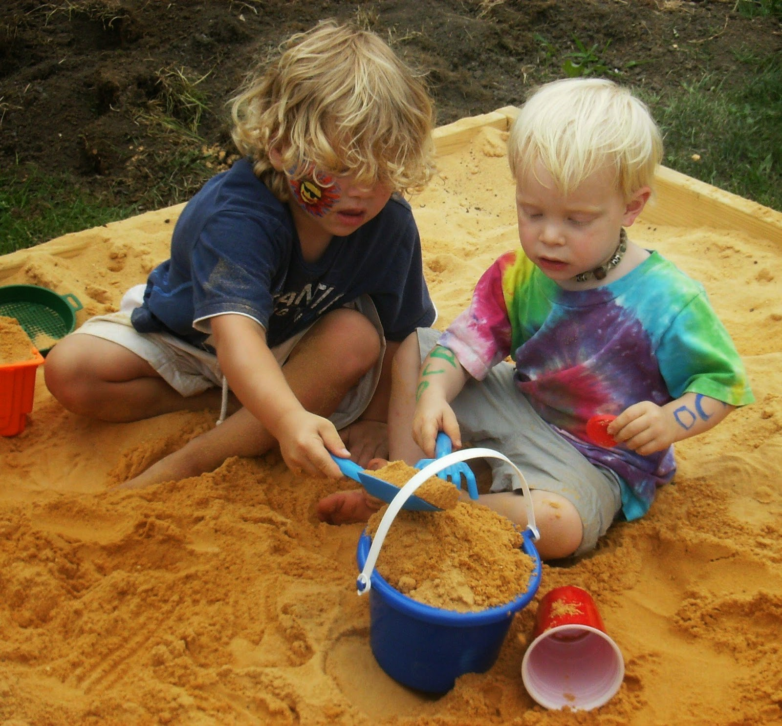 WATCH 2 Kids 1 Sandbox | Best Shockers