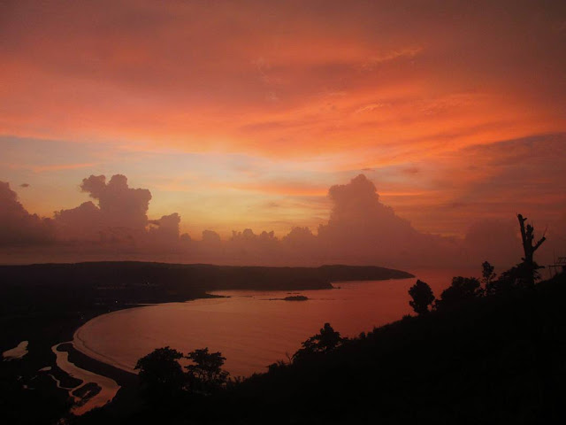 foto indahnya sunset di geopark ciletuh sukambui