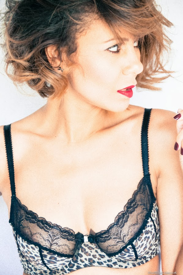 Valentines day, Adore me, Leopard, lingerie, Giveaway, blog, black blogger, taye hansberry, stuff she likes, red lipstick, bra, panties, giveaway