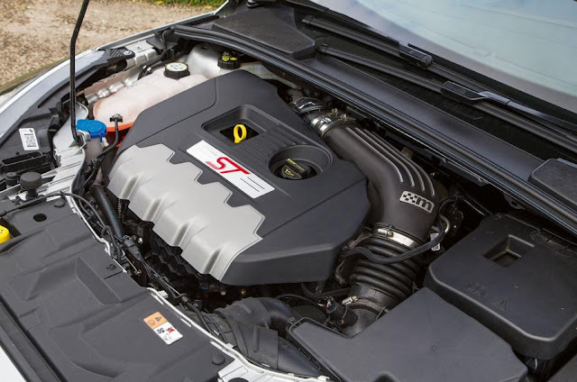 Compare Among Ford Focus ST VS Peugeot 308 GTi  engine view