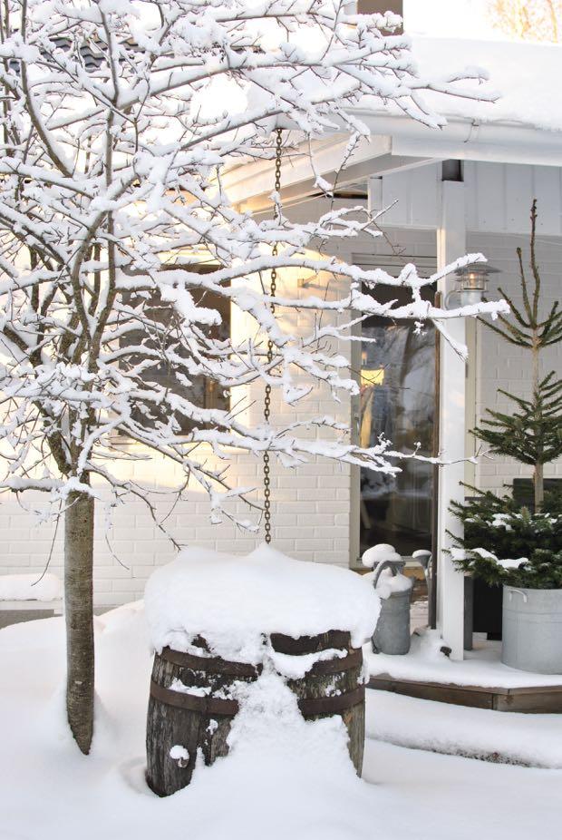hannashantverk.blogspot.se snö trädgård vinter altan ektunna