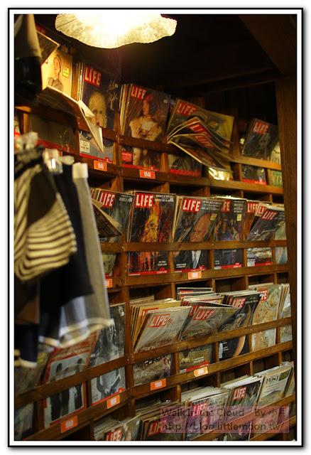 店內雜誌架