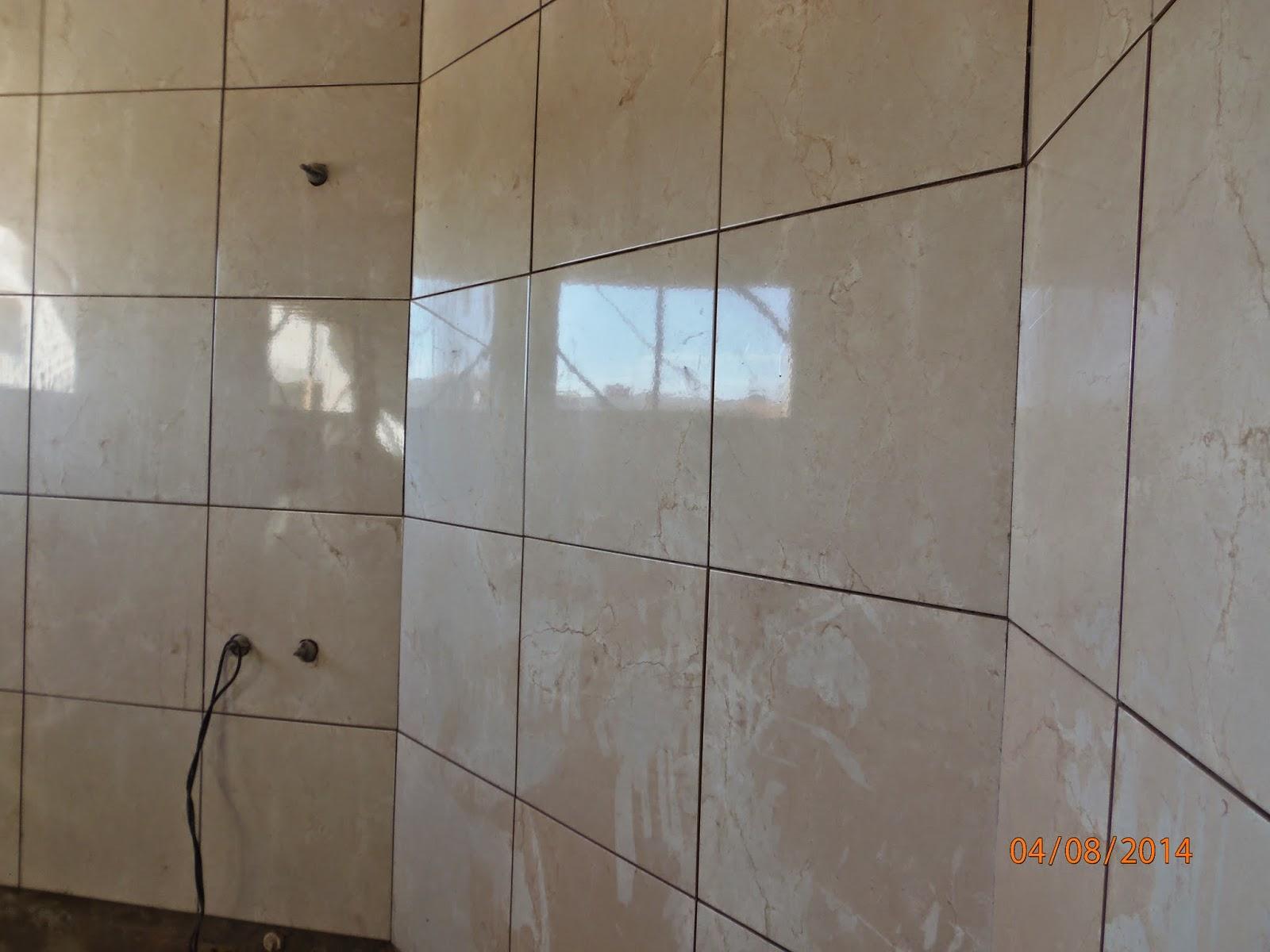 Uma parede do meu banheiro.( ainda sem rejunte) Vejam que ainda tem  #A85823 1600x1200 Banheiro Com Pastilha Atras Do Vaso Sanitario
