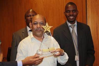 BRAC Uganda Country Rep Ariful Islam accepts award from Association of Microfinance Institutions of Uganda