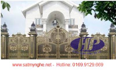 Những mẫu cửa sắt đẹp phong cách hoàng gia