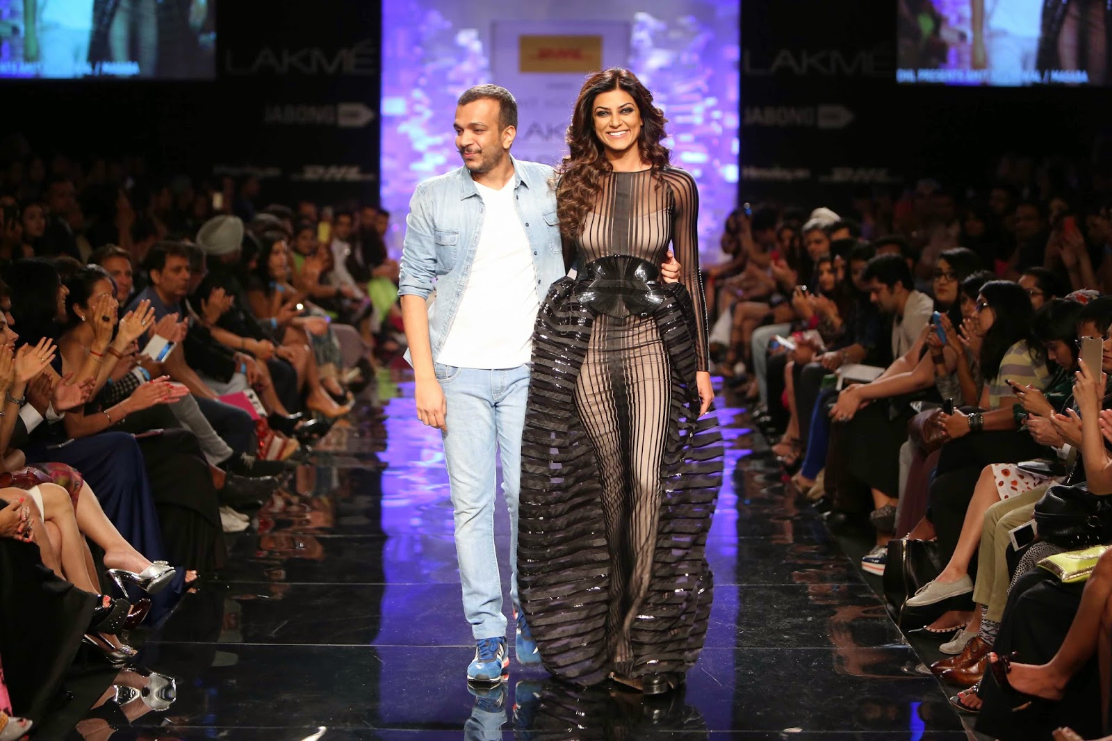 Amit Aggarwal and Sushmita Sen taking the bow......www.aquaintperspective.blogspot.com