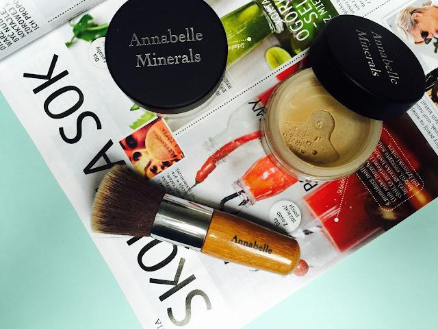Kosmetyki mineralne #1 - Podkład mineralny: jak i czym nakładać, co nałożyć pod podkład