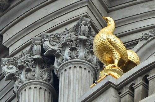 Lâu đài 6 con gà dát vàng, Lâu đài lớn nhất Việt Nam, Người giàu, đại gia Nguyễn Quốc Thanh, chủ nhân căn nhà có 6 con gà, nhà bằng vàng ở Việt Nam