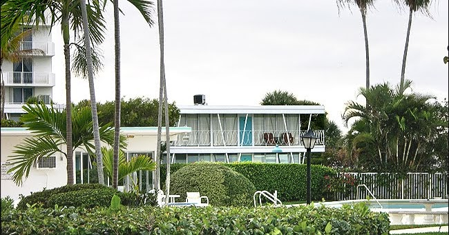 Mad for mid century dexter 39 s mid century apartment for 8240 palm terrace miami