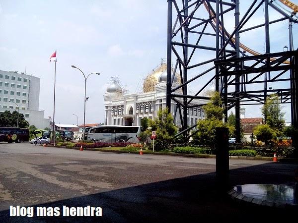 Sebuah Masjid Besar di Dekat Trans Studio Bandung