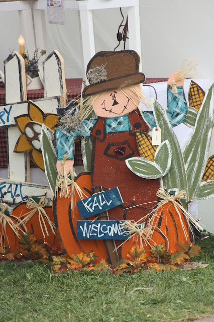 "Scarecrow saying ""fall welcome"""
