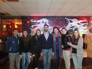 Ο Βαγγέλης Αυγουλάς με ομάδα μαθητών του ΕΠΑΛ Αγίων Αναργύρων με την καθηγήτρια τους κα Άννα Αγγελοπούλου