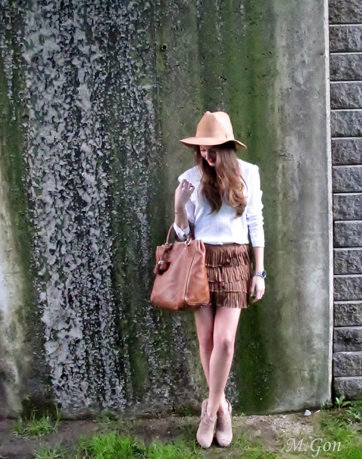 prada fuchsia bag - Falda de flecos y sombrero camel - Si Coppelia vistiera de Prada