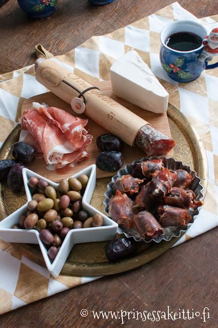 Parmankinkku, salami ja oliivi ovat täydellisiä makupareja glögile.