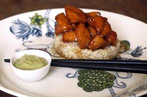 Bocconcini di pollo caramellati alla soia con maionese al tè verde Matcha