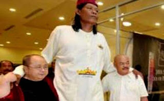 SUPARWONO MANUSIA TERTINGGI DI INDONESIA MENINGGAL MENDADAK gambar