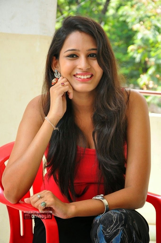 Swetha-Jadhav-Stills-at-Inka-Emi-Anukoledu-Movie-Press-Meet