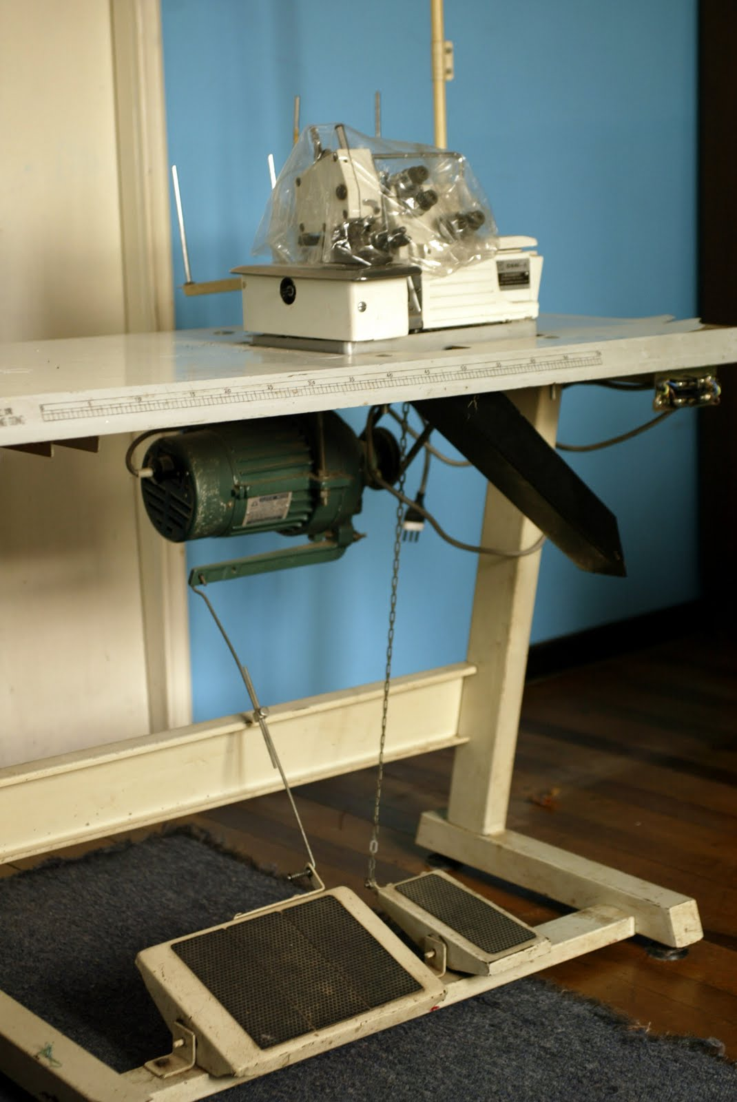 Cachureos de Chile: Maquina De Coser Overlock Industrial