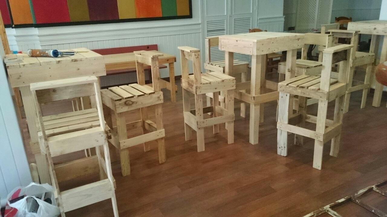 Comando palets mesas altas y taburetes restaurante for Mesas de comedor altas