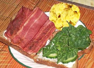 البيض المقلي والديك الرومي وجبة افطار صحية