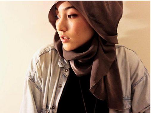 Cara Memakai Jilbab Pashmina Sifon yang Simple