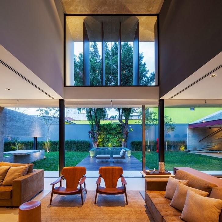 Glass walls in Modern Planalto House by Flavio Castro