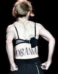 Madonna, Madonna Lepas Baju Pamer Tulisan 'OBAMA' di Bokong