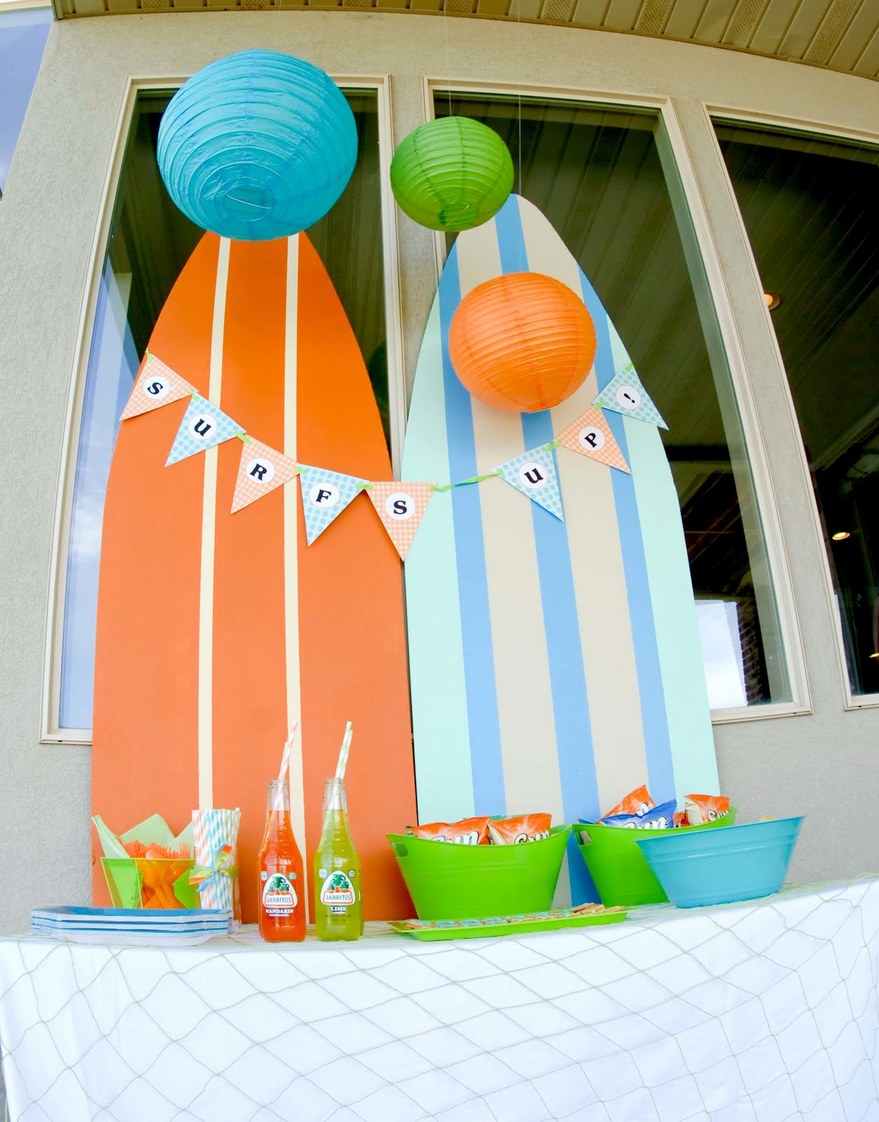 Kara 39 s party ideas surf 39 s up summer pool party kara 39 s for Surf decoration