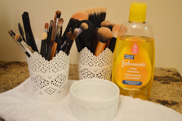 how to clean your make up brushes using shampoo