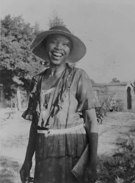 zora hurston dust tracks on a road essay Zora neale hurston - dust tracks on a road first published in 1942 at the crest of her popularity, this is zora neale hurston's unrestrained account of her rise from childhood poverty in the rural south to prominence among the leading artists and intellectuals of the harlem renaissance.