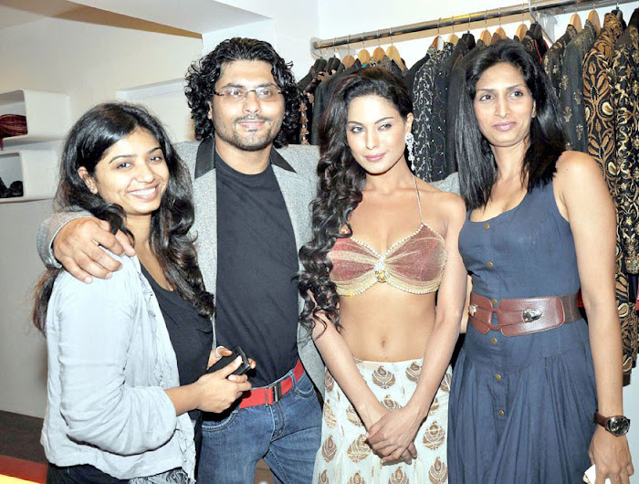 veena malik shoot at riyaz ganji store actress pics