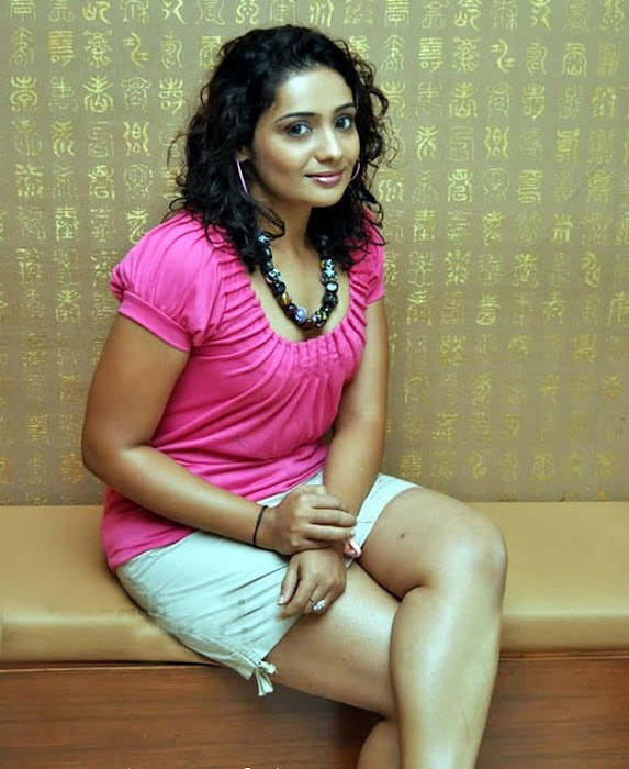 meera vasudevan in mini spicy actress pics