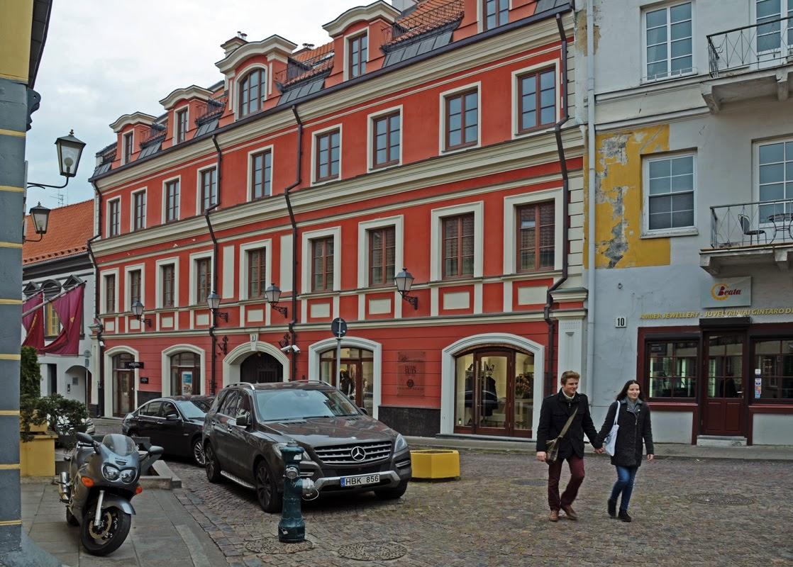 Улочки старого города. Вильнюс, Литва Осень Выходные Прогулка по городу достопримечательности фотографии рестораны национальной кухни блошиные рынки