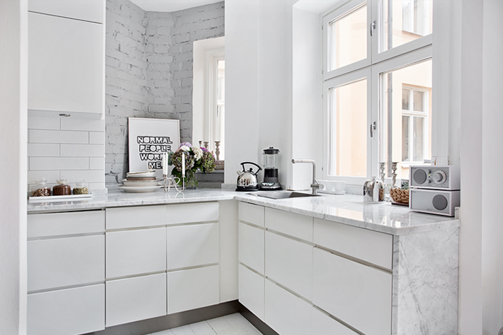 Stylish girly apartment for Small cozy kitchen ideas