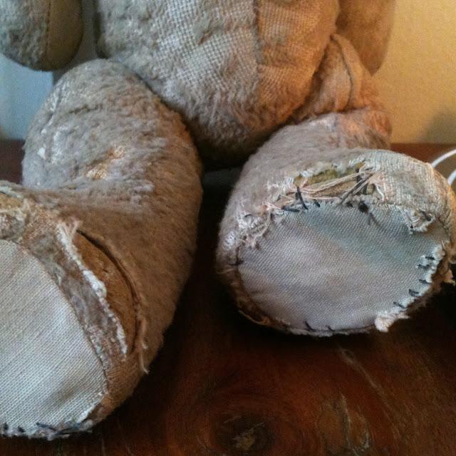 old vintage teddy paws stitched régi mackó maci talpai megfoltozva
