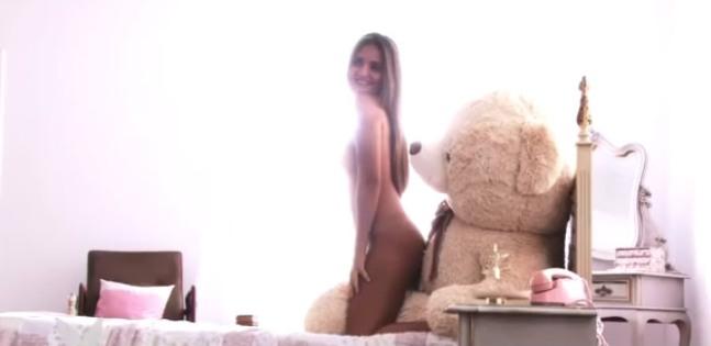 Catarina Migliorini Brinca Leite Condensado No Making Of Do Ensaio