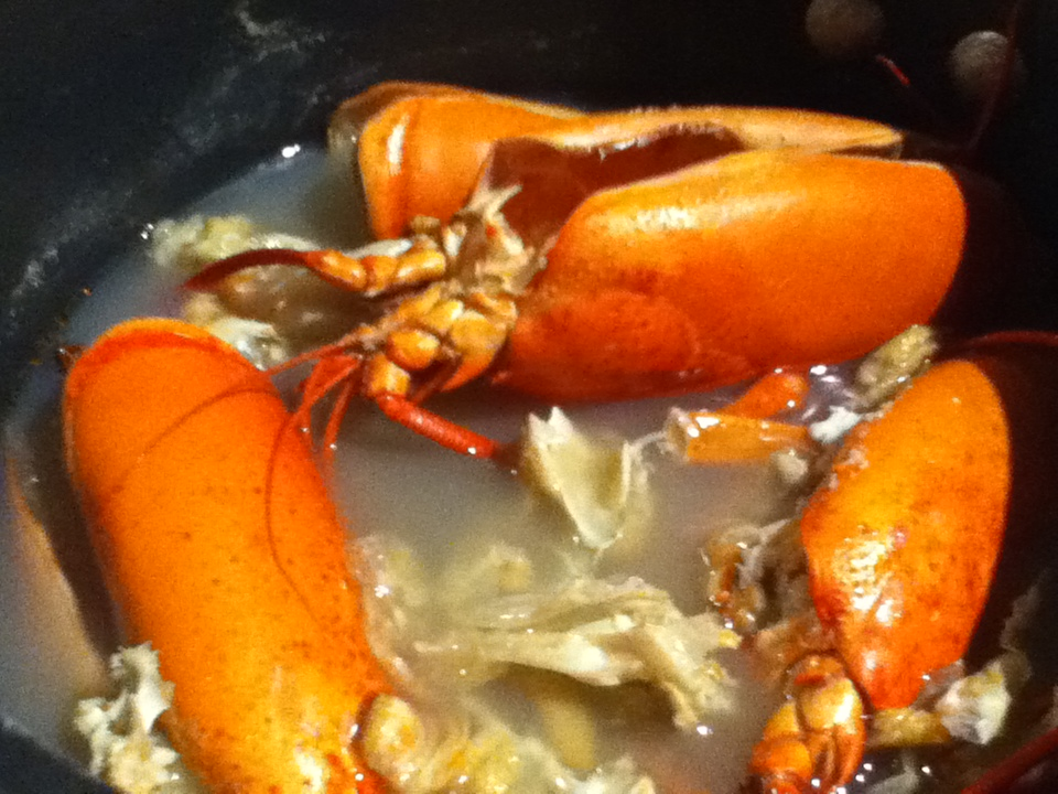 Kūlia cooks!: 5 heads to a pot of Creole Lobster soup!
