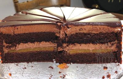 goldene hochzeit wedding torte dekorbiskuit streifen schokoladentorte praline mousse füllung aprikose