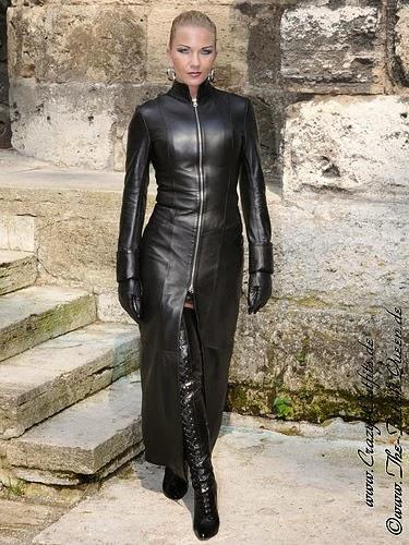 domina femdom latex lucy