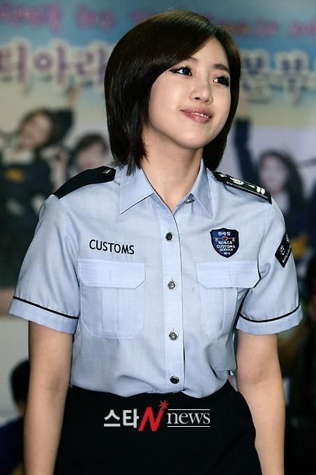 [11.09.16] T-ara son nombradas como embajadoras honorarias de Seúl en Aduanas 20110916_tara_customs_7