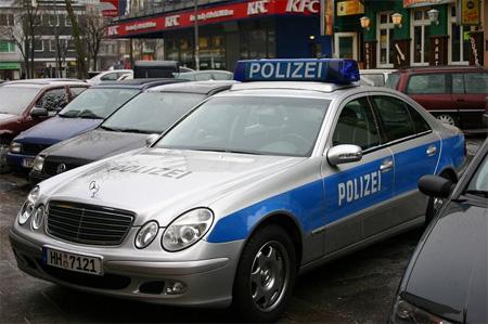 Mobil Polisi Mercedes-Benz E-Class bisa ditemukan di Hamburg, Jerman.