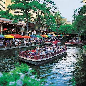 Riverwalk . San Antonio , Texas