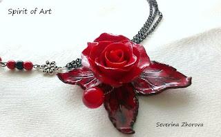 колие с червена роза от полимерна глина