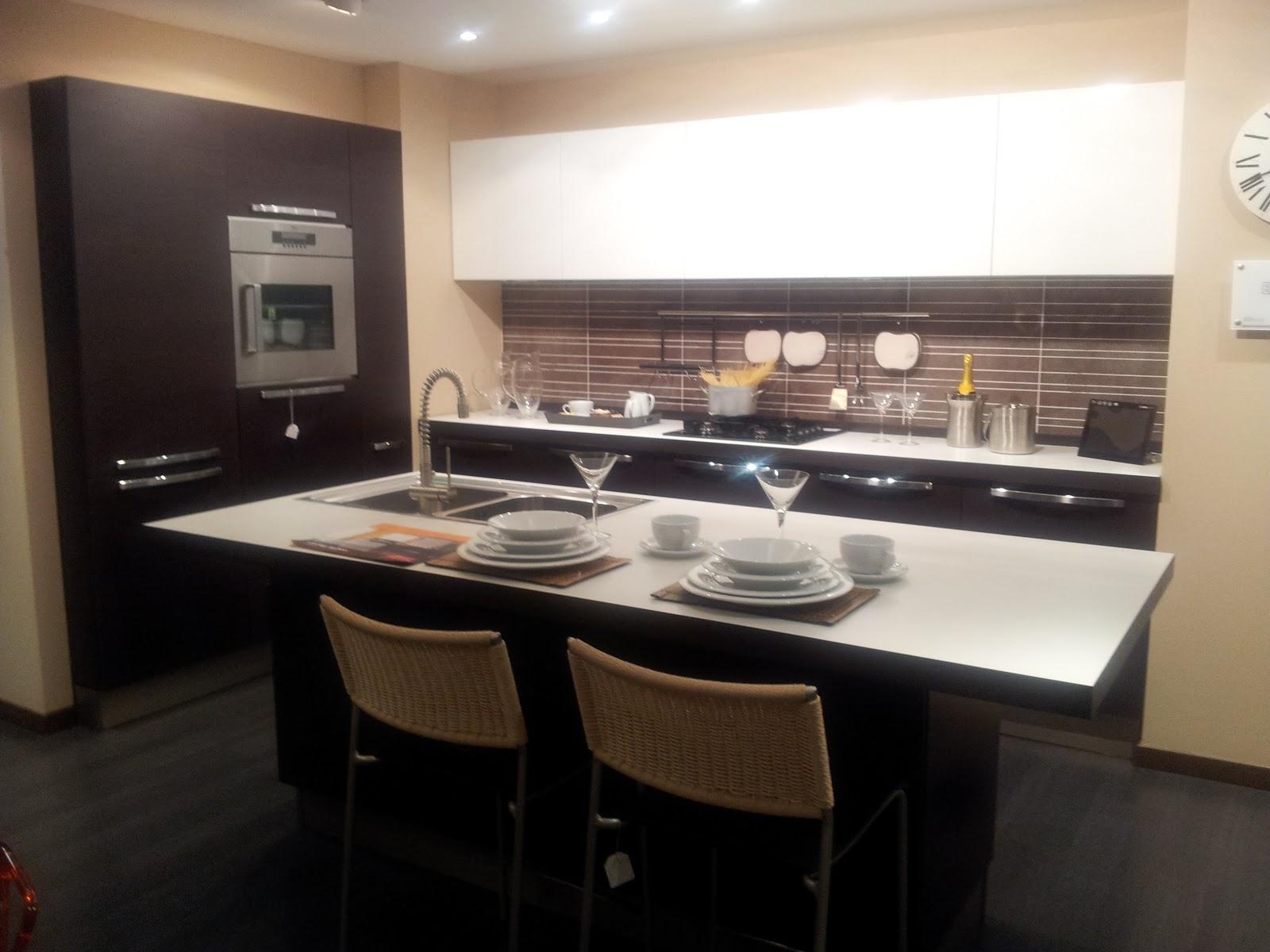 Domus arredi si parte al lavoro per rinnovare tutto il centro cucine veneta cucine - Veneta cucine tulipano ...