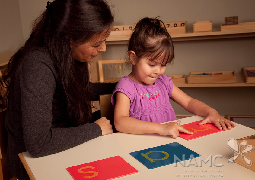 the montessori classroom essay The sensorial materials in the montessori classroom help the child to become aware of details by offering her, at first, strongly contrasted sensations such as red and blue, and then variously graded sensations such as shades of blue.