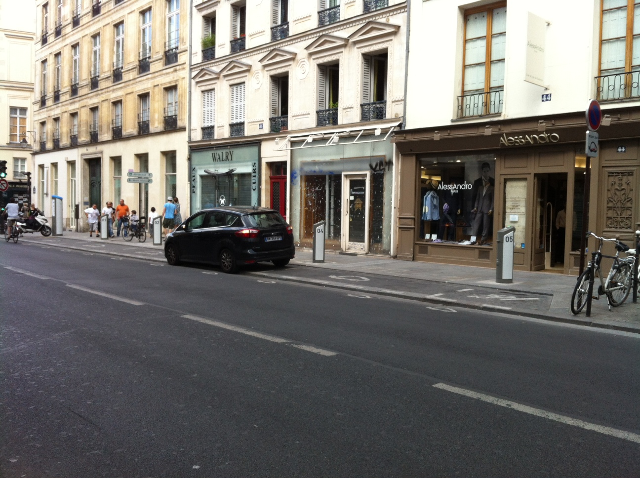 my e life now autolib station rue de turenne. Black Bedroom Furniture Sets. Home Design Ideas